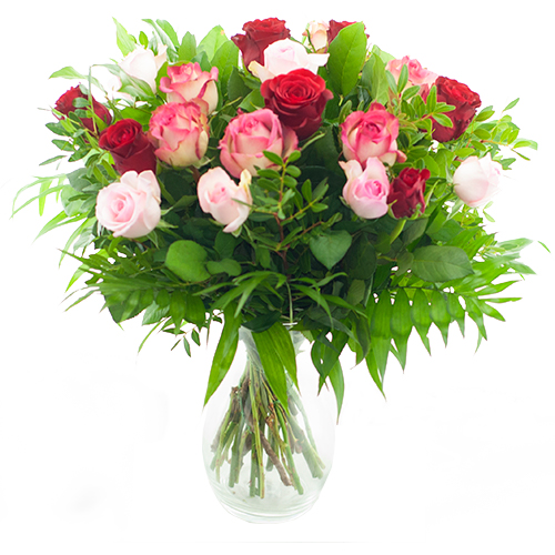 Boeket met rode en roze rozen