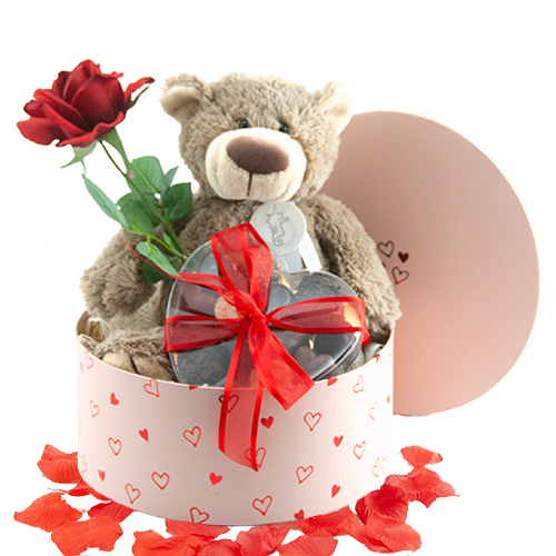 Valentijnsdag cadeau beer Bella met chocolade en roos