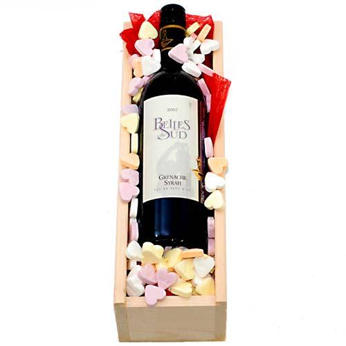 De Feestdagen | Lekkere rode wijn met hartjes snoepjesEen kaartje met persoonlijke tekst kunt u toevoegen na stap 3
